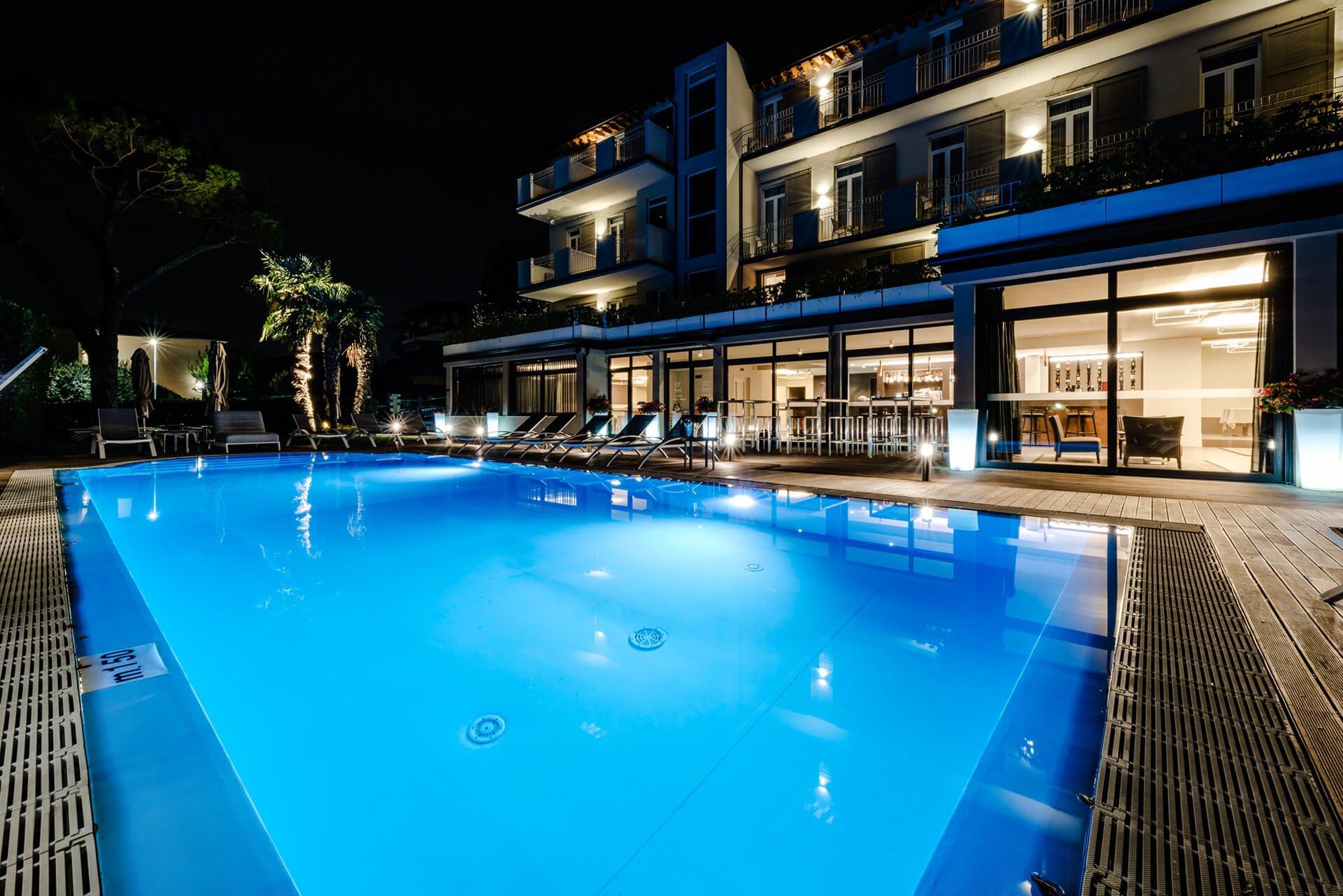 Ambienti Riva Del Garda 4 stars hotel in desenzano del garda, overlooking lake garda